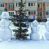 У Луцьку зліпили «родину» сніговиків