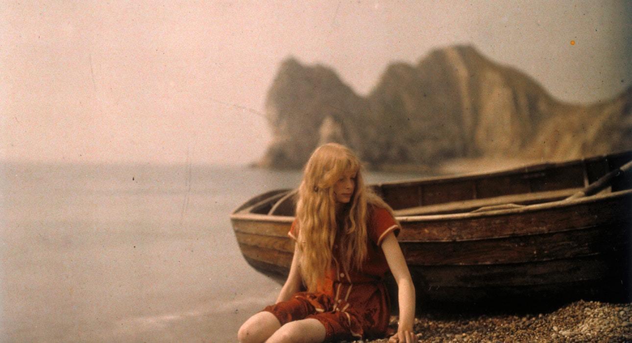 Дівчина в червоному: з кого почалася кольорова фотографія
