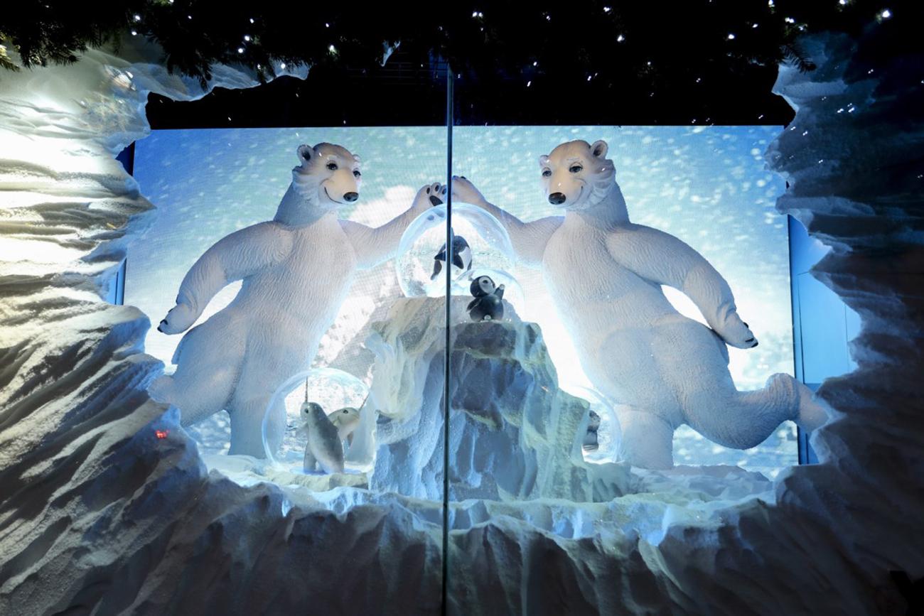 Найгарніші різдвяні вітрини універмагів світу