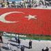 «Тюльпановий» рекорд: у Туреччині висадили найбільший у світі прапор