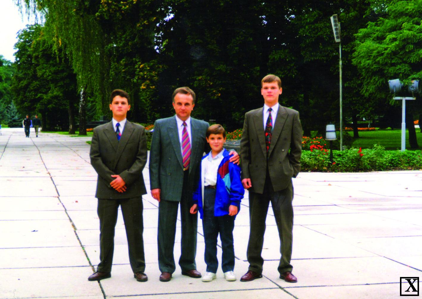 Зліва направо: Олександр, Віталій Васильович, В'ячеслав та Павло Товстенюки.