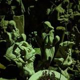 Скульптури будинку Голованя вночі. Фото