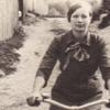 Фото на незабудь: дівчина на велосипеді