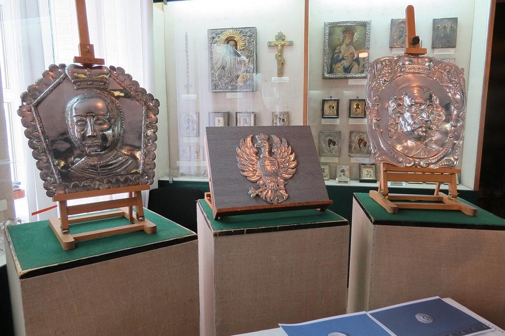 У Луцьку презентували унікальні срібні знахідки з Олики