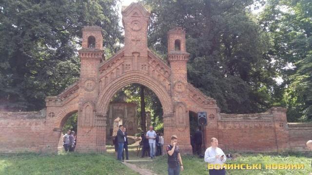 «Не може бути мови про помсту, ідеться лише про біль», – президент Польщі на цвинтарі в Олиці