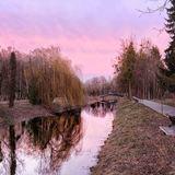 Загадковий захід сонця у луцькому парку. Фото