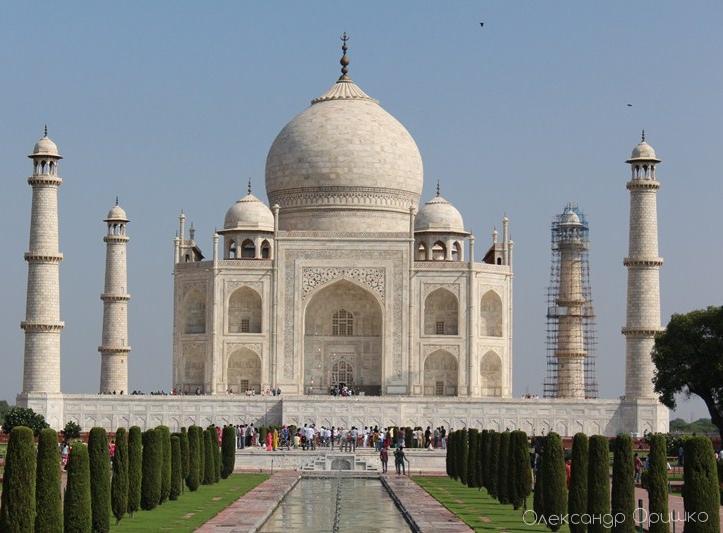 Знаменитий Тадж Махал, храм, збудований імператором Шах Джахан Мугалом як мавзолей для своєї персидської дружини Мумтаз-Махал