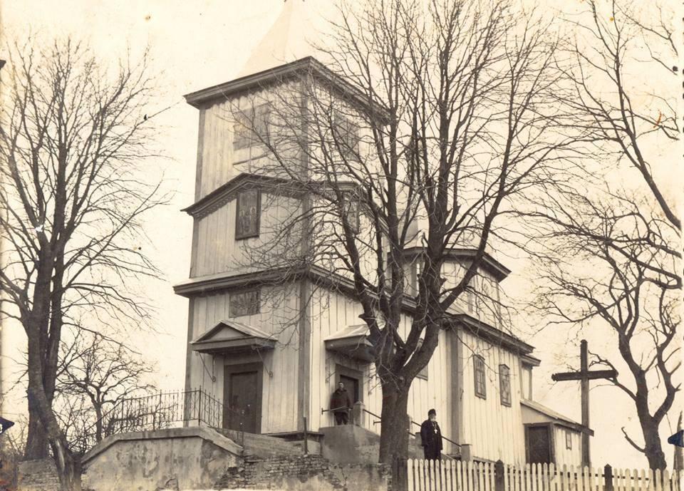 Інтер'єр волинської церкви на ретросвітлині 1930-х