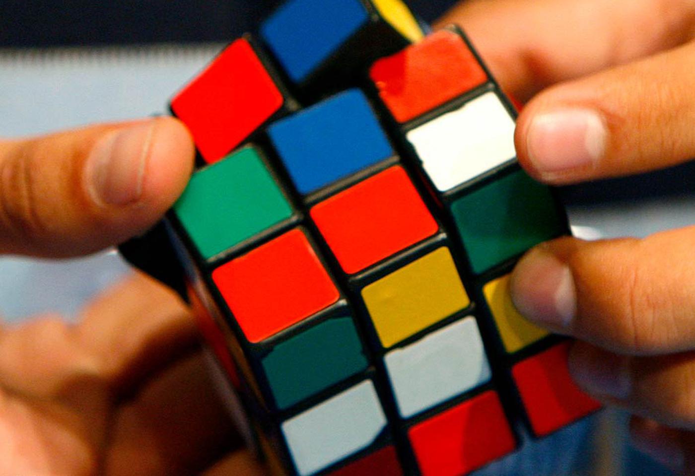 10 лютого: презентували кубик Рубіка