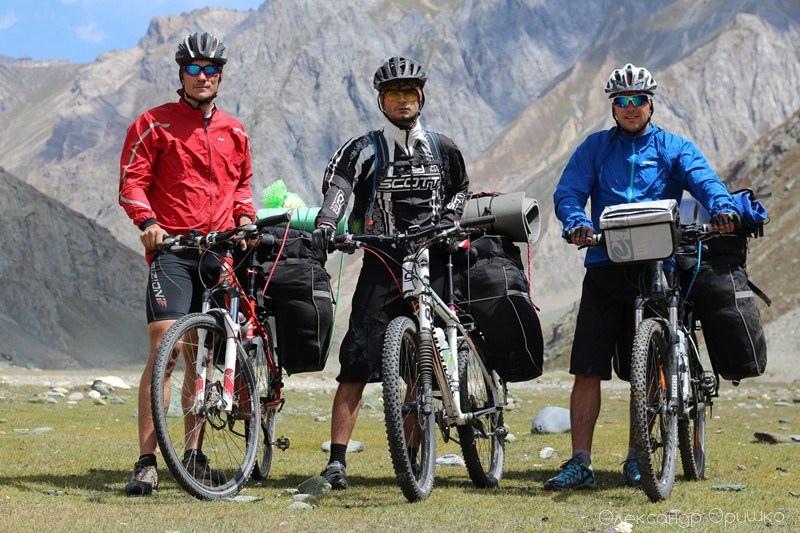 Олександр Оришко, Максим Одноволюк та Олексій Страшко (зліва направо) – мандрівники, які подолали велосипедами більш як тисячу кілометрів загадковою Індією