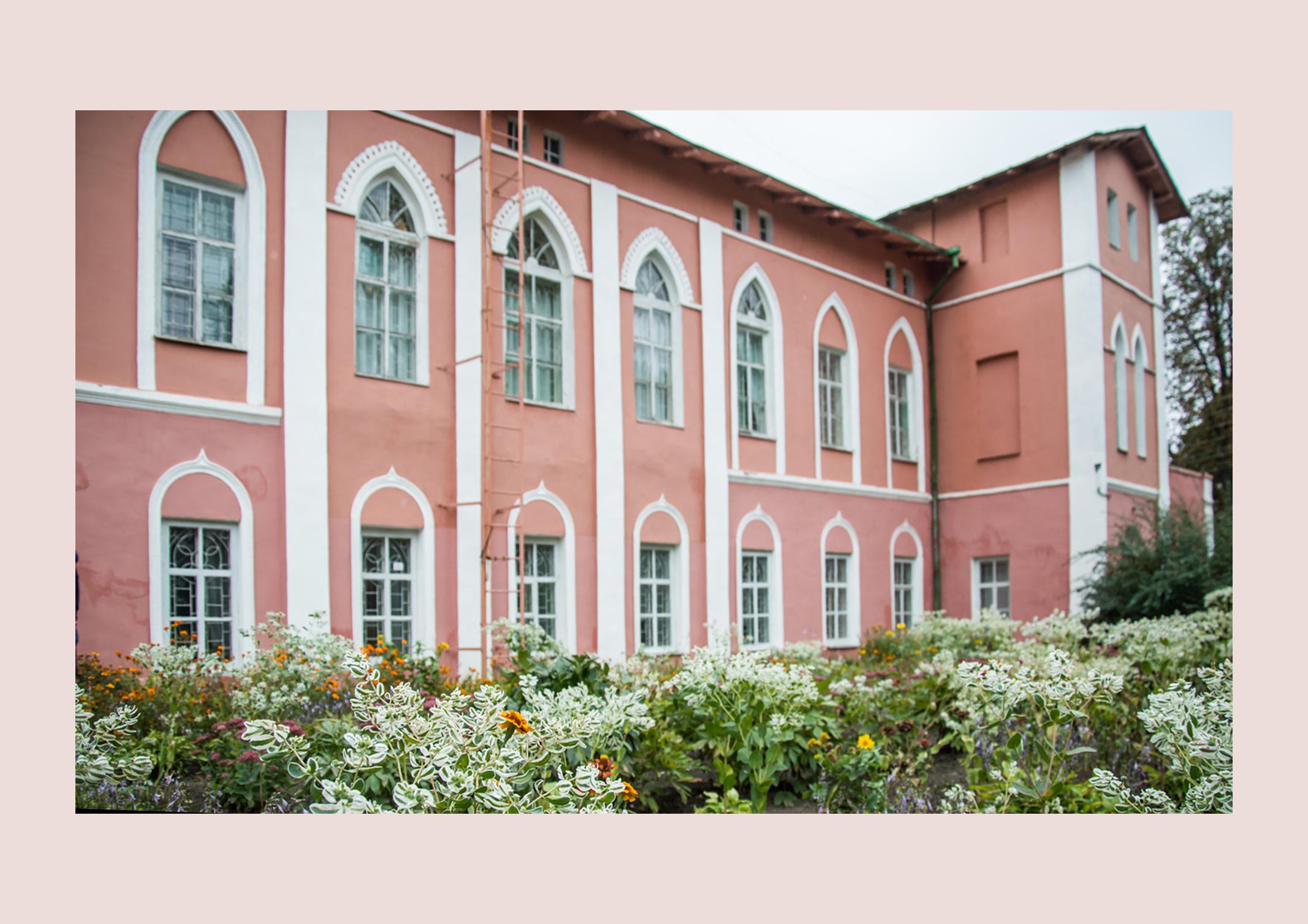 Як у музеї селища в Харківській області опинились оригінали Пікассо, Кандинського і Малевича