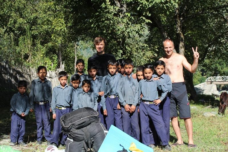 Спілкування з індійськими дітьми - одні із найкращих вражень від поїздки. В Індії діти також носять шкільну форму, як і в Україні