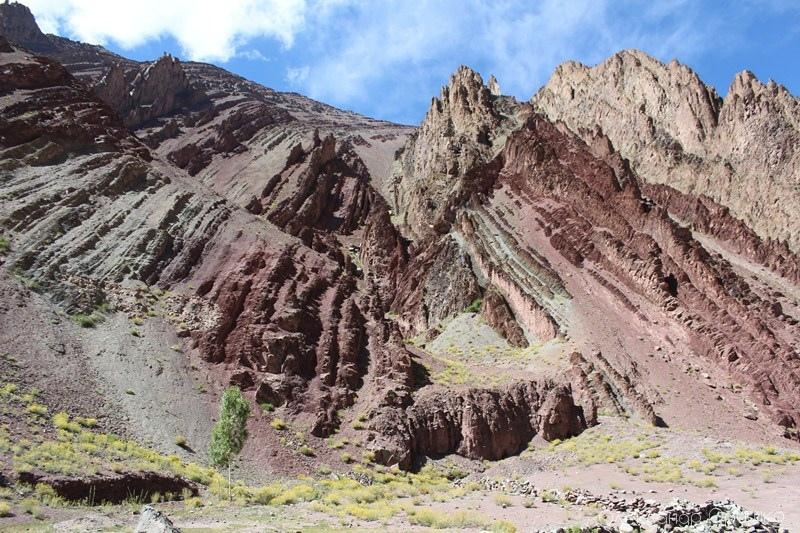 Гімалайські гори чарують. Це - найвищі вершини світу, які утворилися від зіштовхнення плит